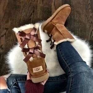 NEVER WORN women's bow ugg boots!